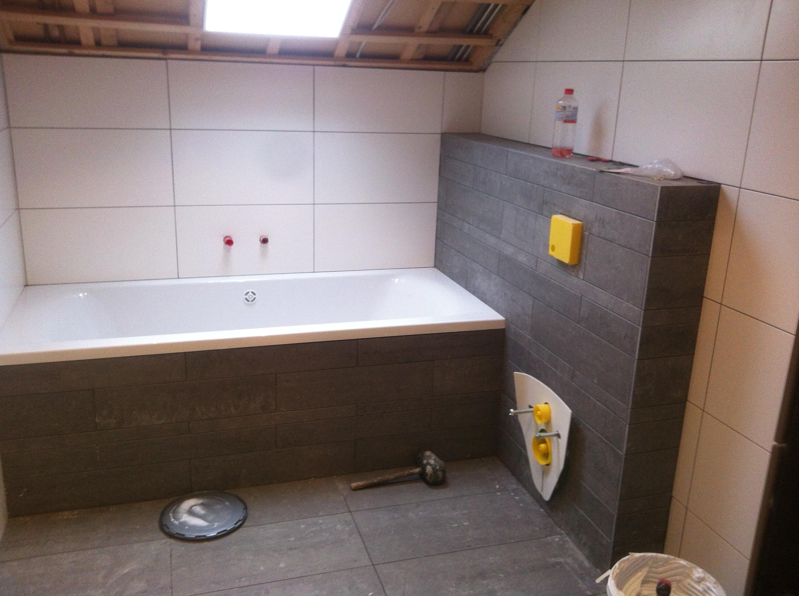 Betegelen van complete badkamers in woonhuizen of hotels ...